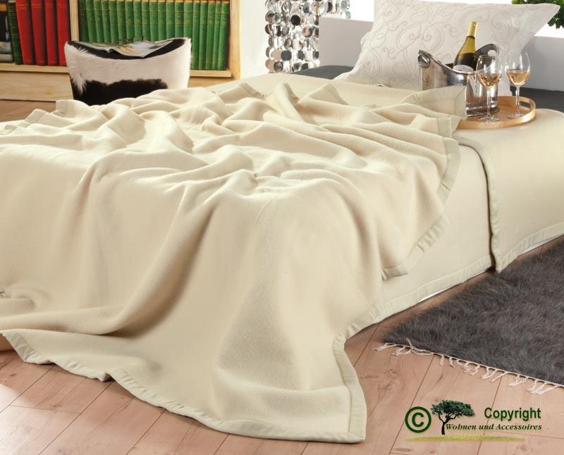 Italienische Wolldecke aus 100% Merinowolle in 150x210cm elfenbein-creme