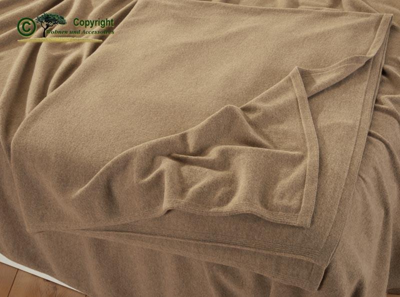 Tolle gestrickte Wolldecke aus deutscher Produktion, Strickdecke aus feiner Lammwolle in 140x200cm