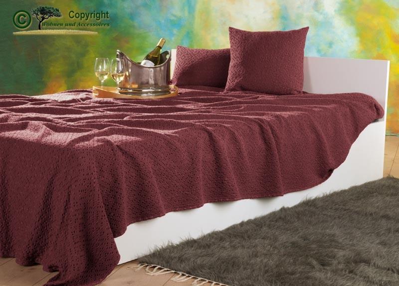 Tagesdecke Adele, hochwertiger französischer Überwurf mit Ajour Muster rubinrot 180x260cm