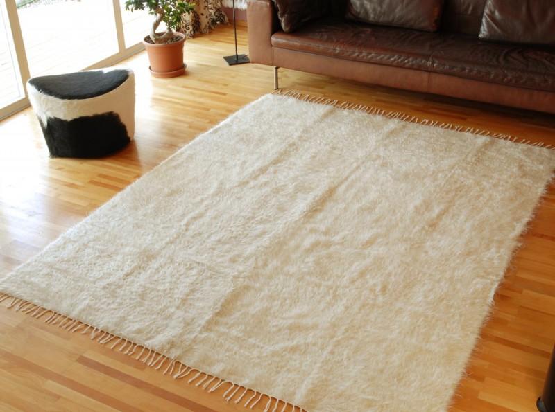 Teppich aus 60% Mohair und 40% Schurwolle wollweiß meliert mit seidigem Glanz