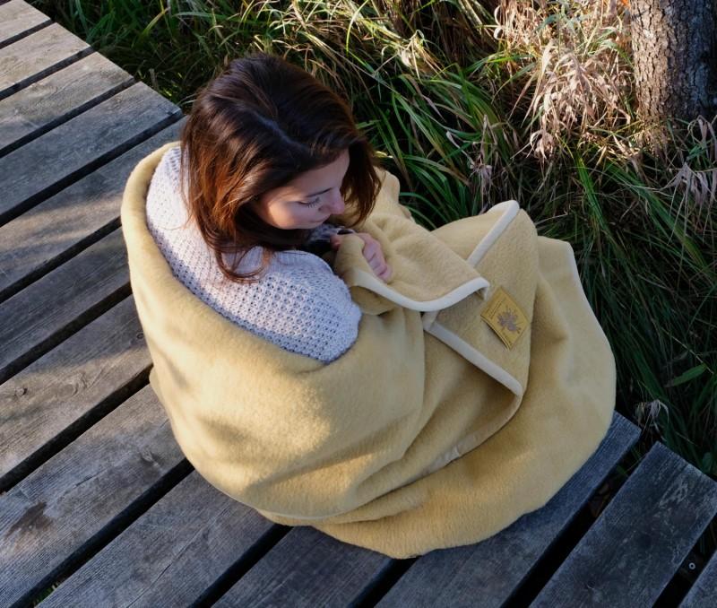 Waschbare Wolldecke von Ritter Lanawash aus Schurwolle in gold