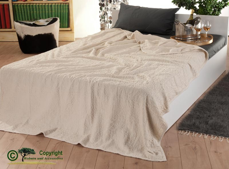 Italienische, strukturierte Tagesdecke aus 100% Baumwolle mit tollen Mustern in 170x250cm creme-weiß