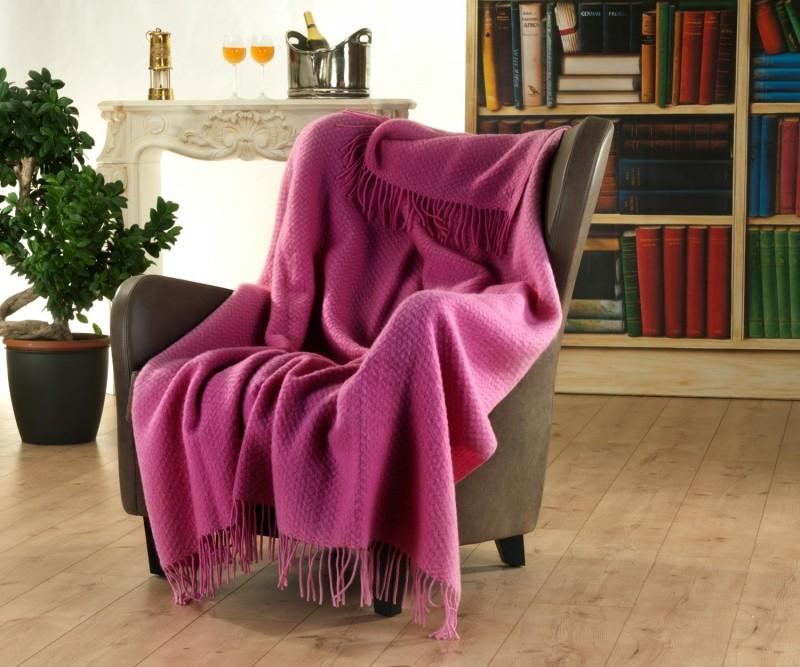 Englisches Wollplaid mit Fransen, Wolldecke mit eingewobener Struktur 100% Neuseeland Wolle rosa