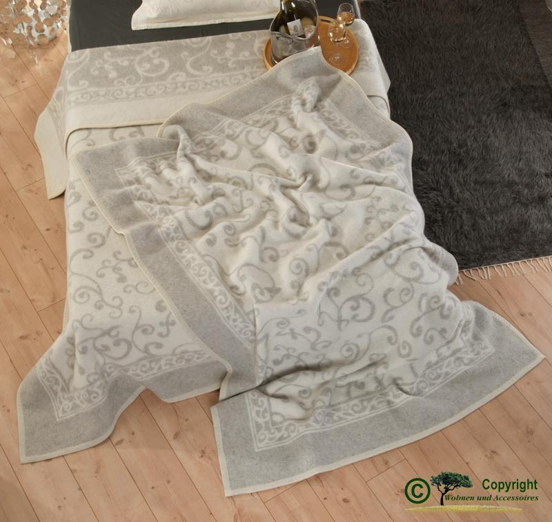 Hübsche, italienische Wolldecke aus 100% Schurwolle in grau-weiß mit Ranken-Muster 180x210cm