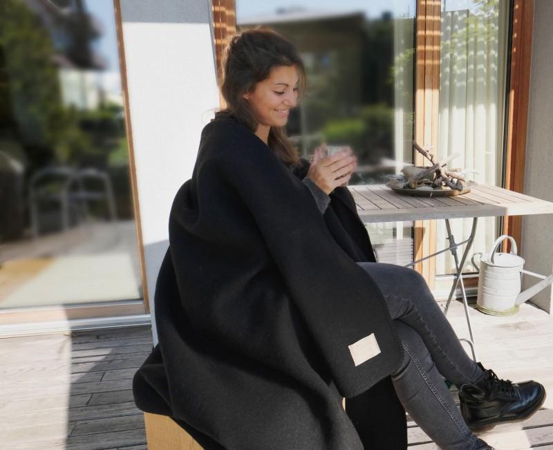 Wolldecke Cortina schwarz aus 90% Schurwolle und 10% Alpaka 140x200-220cm - wunderbar wärmend