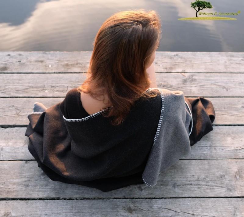 Feine Doubleface Wolldecke Königssee aus 100% Merinowolle grau/schwarz 150x220cm