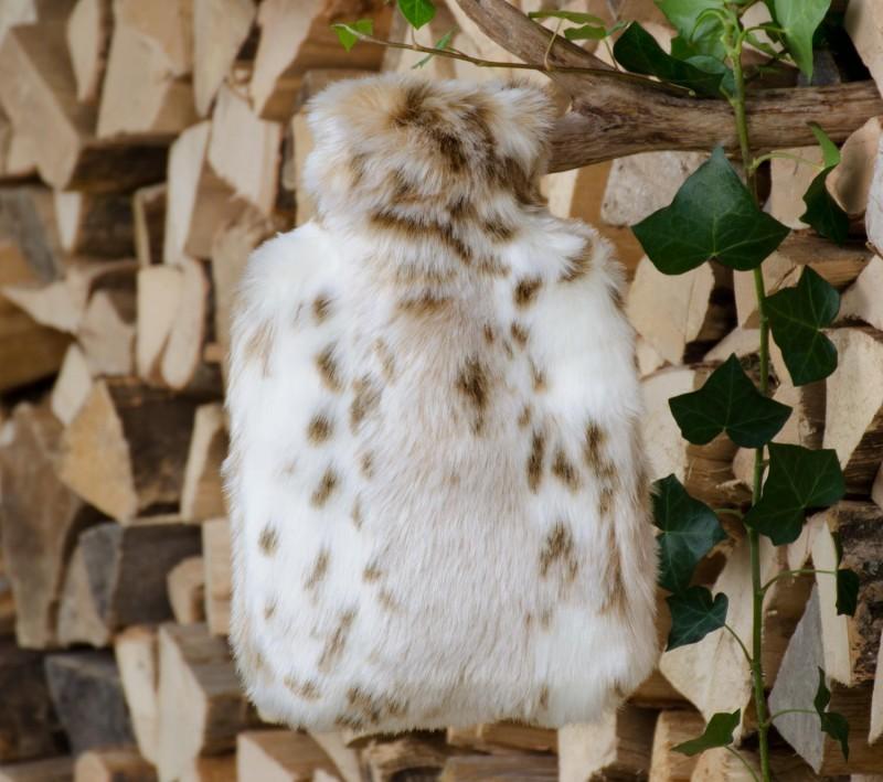 Wärmflaschenhülle aus Fell (Webpelz) Schneeleopard mit Naturgummi Wärmflasche