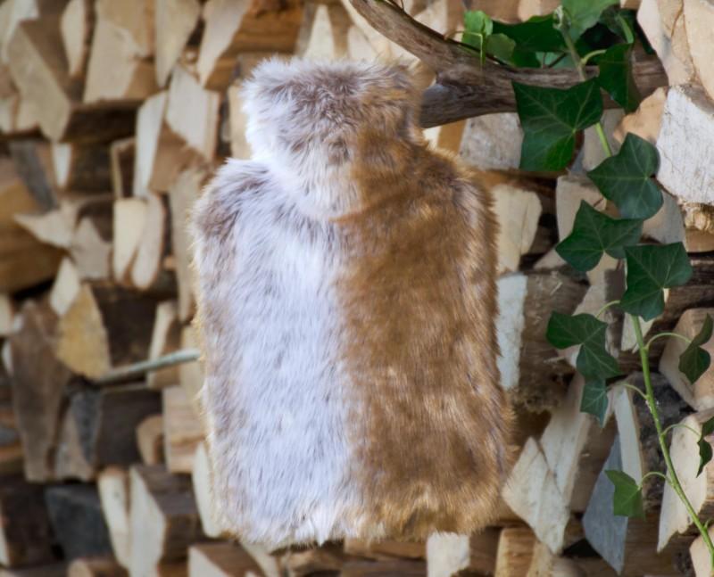 Wärmflaschenhülle aus Fell (Webpelz) Fuchs rehbraun-grau mit Naturgummi Wärmflasche
