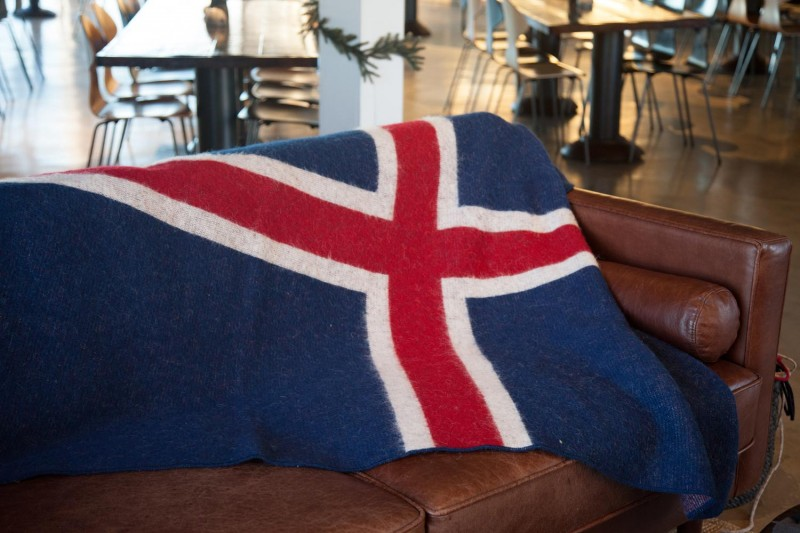 Isländische Flagge aus 100% isländischer Schurwolle, Wolldecke Flagge 140x230cm