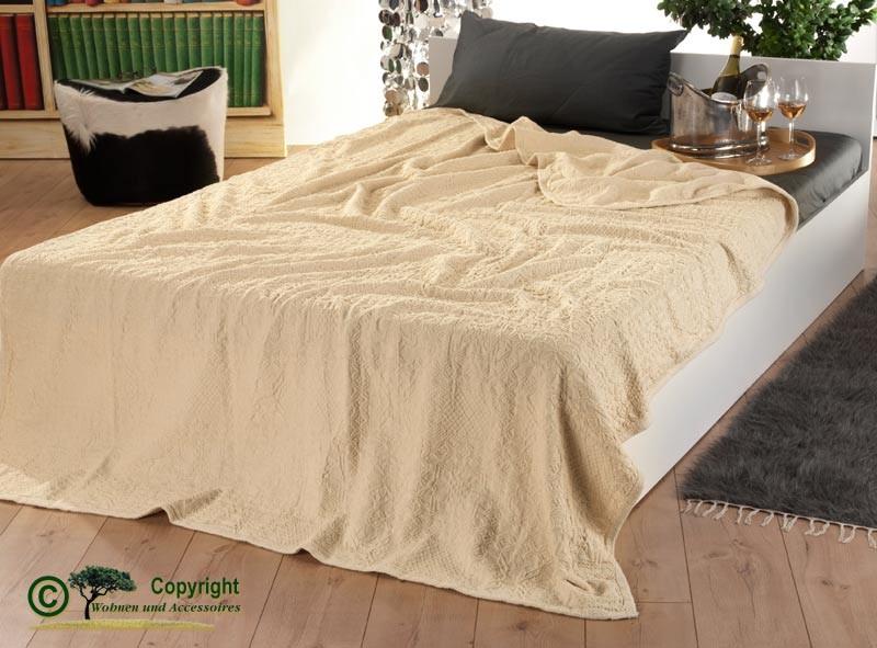 Italienische, strukturierte, große Tagesdecke aus 100% Baumwolle mit tollen Mustern in 250x250cm
