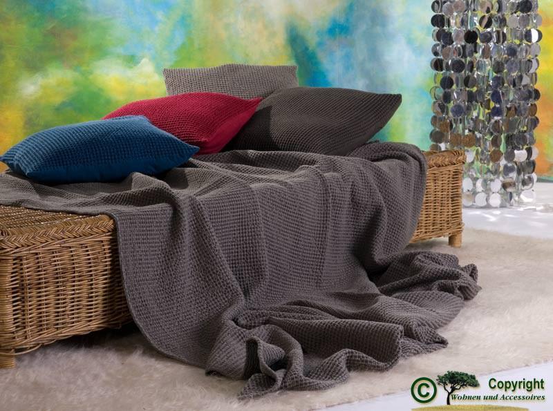 Hübsche französische Tagesdecke Maia mit toller Struktur grau 180x260