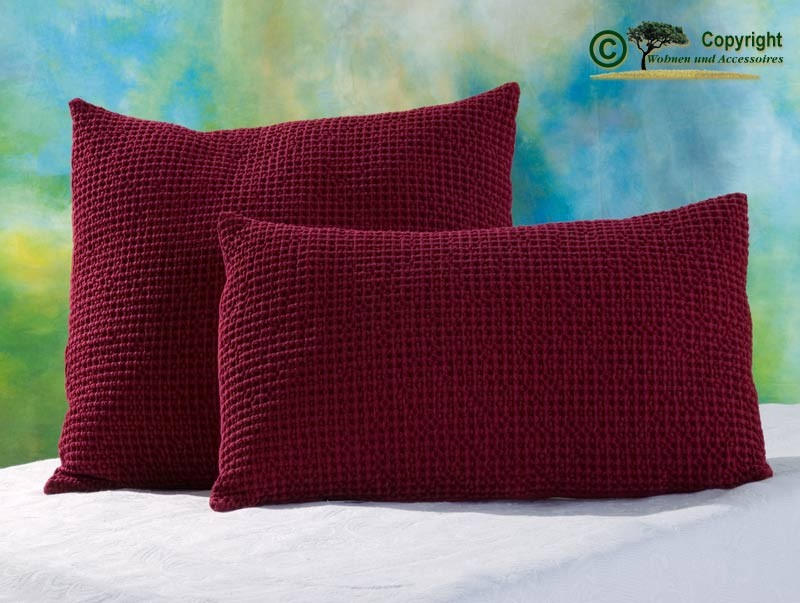 Hübsches Kissen Maia mit toller Struktur, 45x45cm in rubinrot