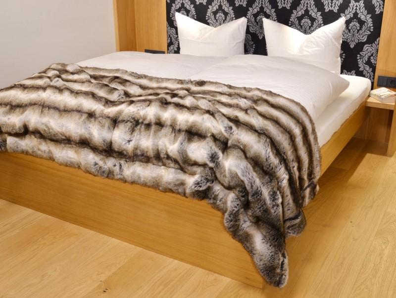 Fellbettschal (Webpelz) Bettschal Wolf grau-braun 80x260cm - Premium superfein
