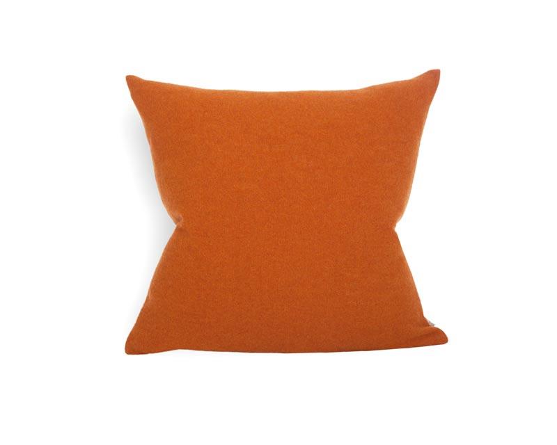 Steiner Kissen Sophia 55x55cm aus 100% Merino koralle orange