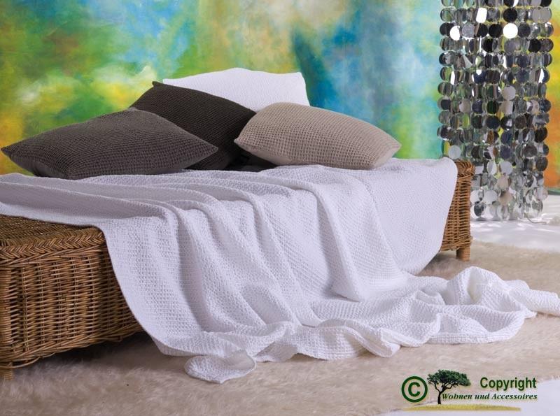 Hübsche französische Tagesdecke Maia mit toller Struktur weiß 260x260