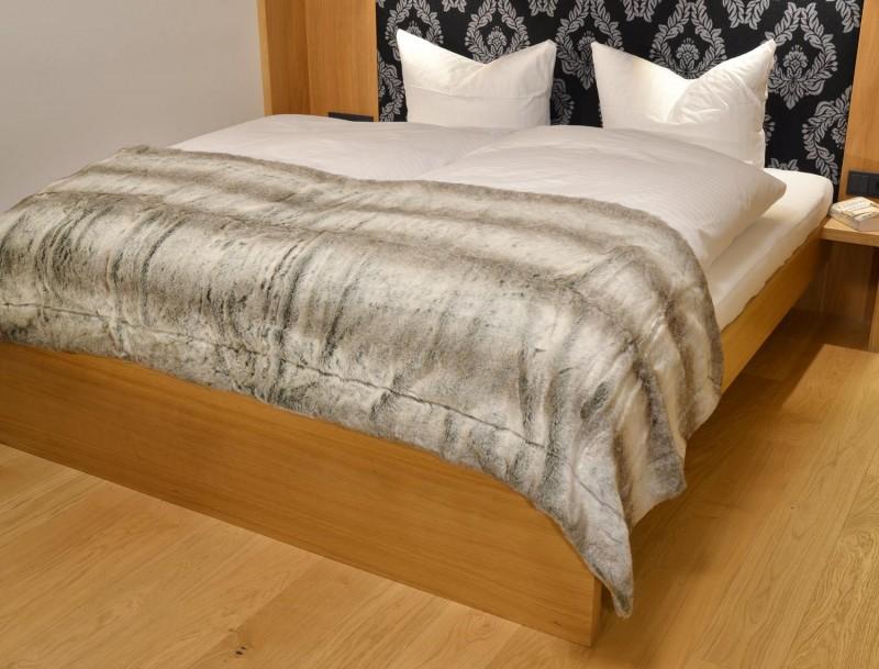 Fellbettschal (Webpelz) Bettschal Grauwolf grau-beige 80x260cm