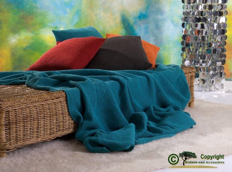 Hübsche französische Tagesdecke Maia mit toller Struktur türkis 260x260