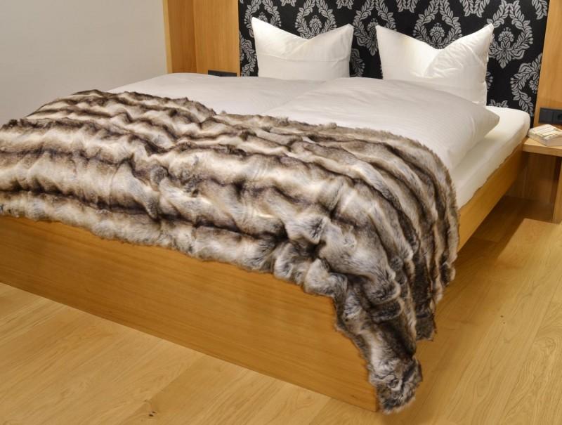 Fellbettschal (Webpelz) Bettschal Wolf grau-braun 80x260cm