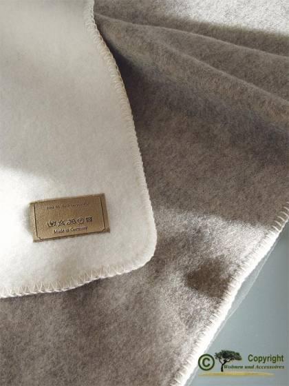 naturbelassene wolldecke doubelface wollwei und grau kolana 100 wolle 150x220cm von steinbeck. Black Bedroom Furniture Sets. Home Design Ideas
