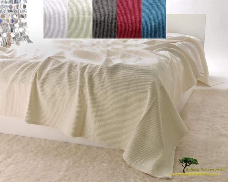 Edle Tagesdecke, Bettüberwurf Annabelle mit Streifenmuster in hellbeige von 150x200 - 260x300cm