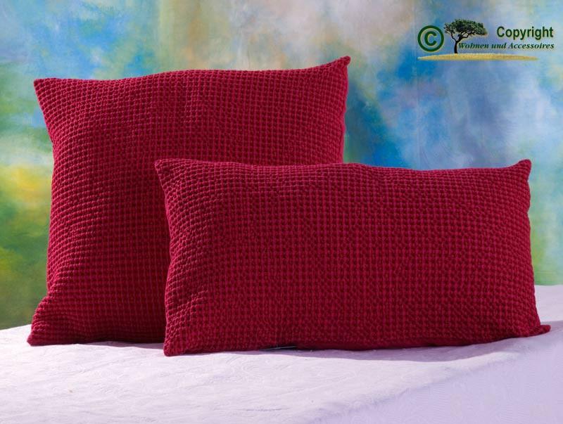 Hübsches Kissen Maia mit toller Struktur, 30x50cm in fuchsien - rot