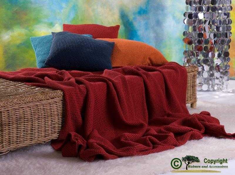 Hübsche französische Tagesdecke Maia mit toller Struktur carmin - rot 260x260