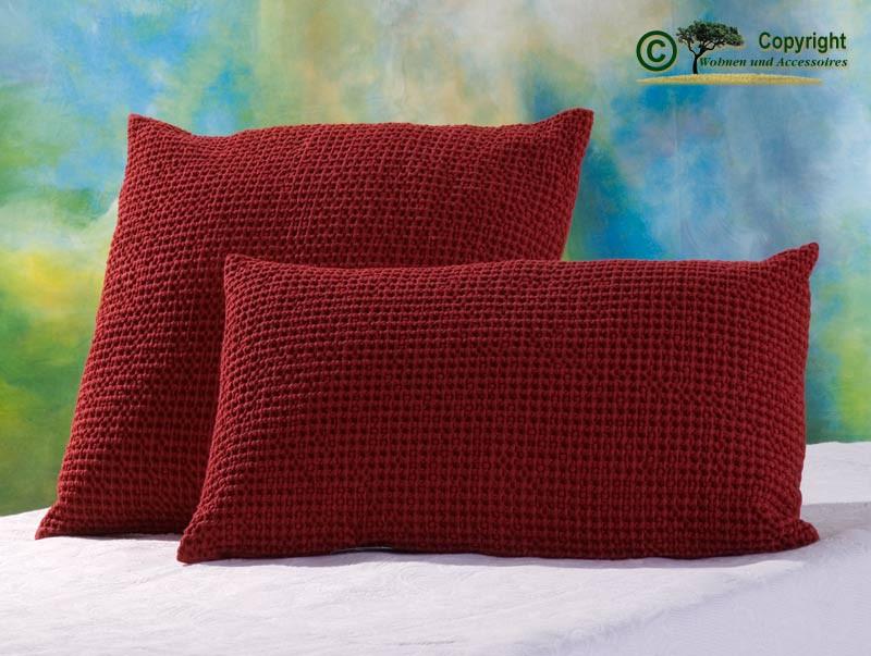 Hübsches Kissen Maia mit toller Struktur, 30x50cm in carmin - rot