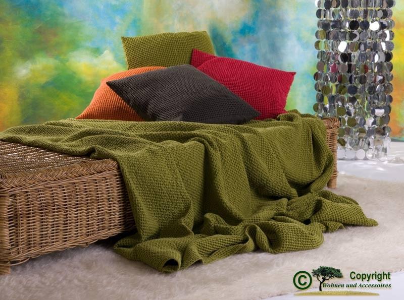 Hübsche französische Tagesdecke Maia mit toller Struktur grün 260x260