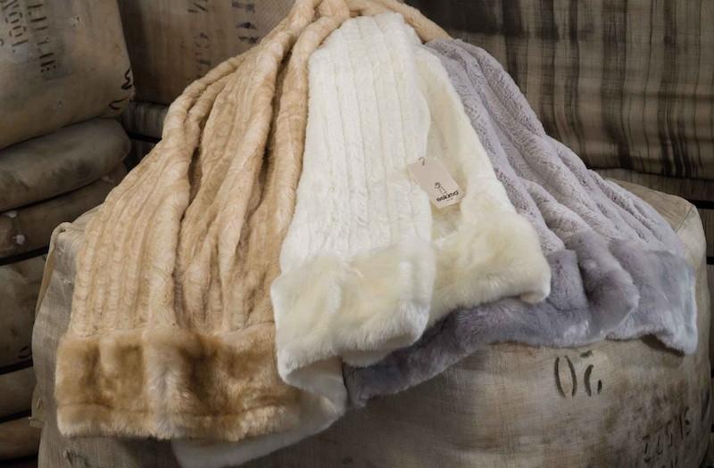 II. Wahl weiße Felldecke von Eskimo - Eskitex aus Webpelz Hermelin 150x200cm