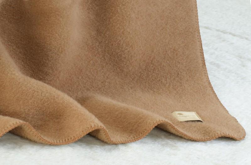 Baby-Wolldecke Cortina kamel aus 90% Schurwolle und 10% Alpaka 70x100cm - weich und schön warm