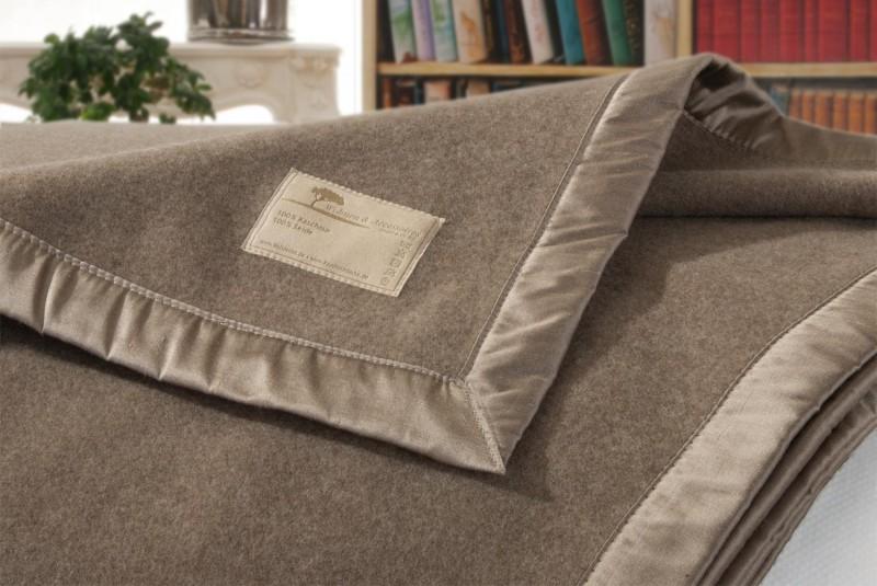AKTION Kaschmirdecke Amalfi mongolgrau, Wolldecke in 150x200-220cm aus 100% Kaschmir mit Seidenband
