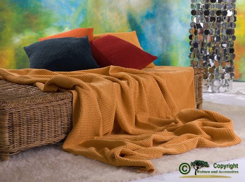 Hübsche französische Tagesdecke Maia mit toller Struktur gelb - orange 260x260