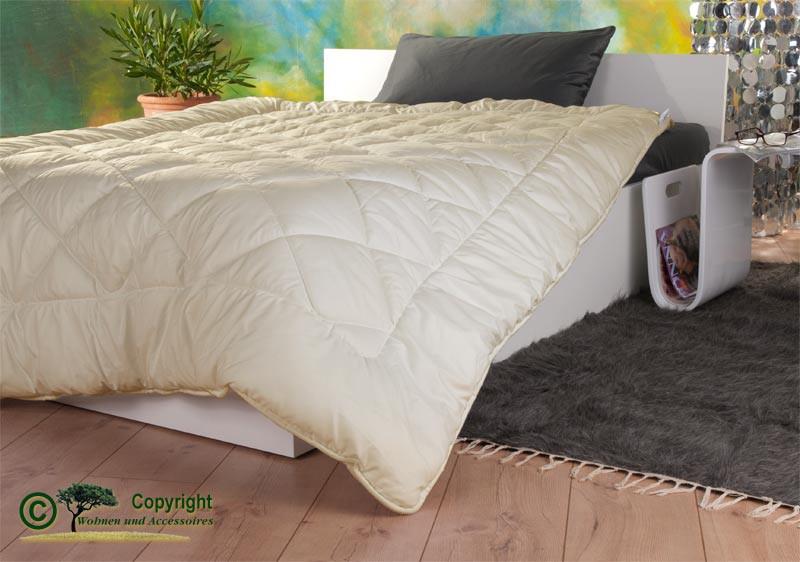 Mono-Stepp Bettdecke 200x200cm mit Füllung aus Schafschurwolle (kbT) und Feinperkal-Gewebe