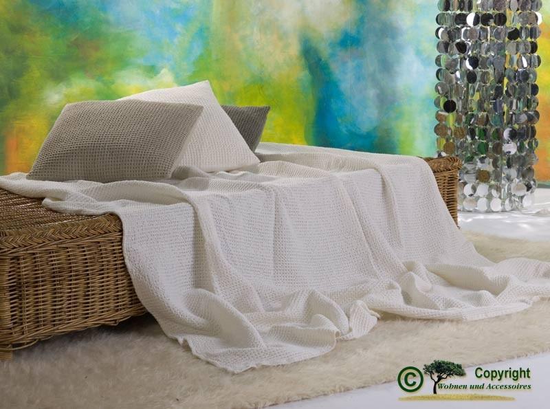Hübsche französische Tagesdecke Maia mit toller Struktur elfenbein 260x260