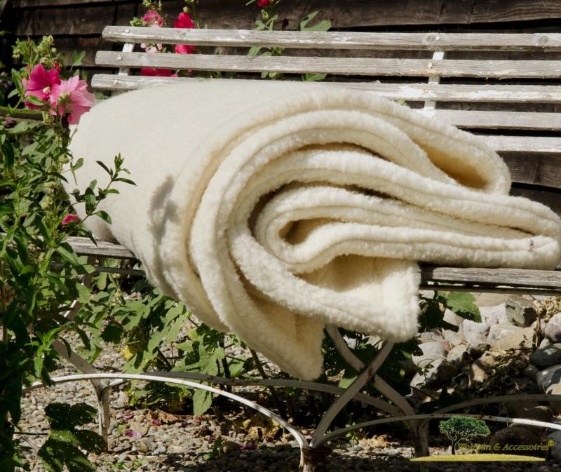 Dicke Doppel-Wolldecke aus deutscher, nordfriesischer Schafschurwolle in wollweiß 150x200cm