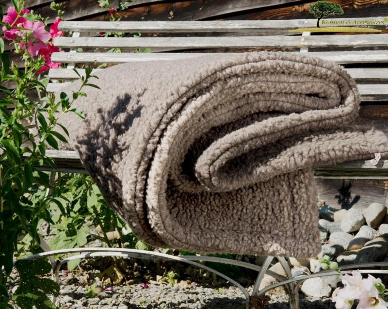Dicke Doppel-Wolldecke aus deutscher, nordfriesischer Schafschurwolle in grau-braun (mongolgrau)